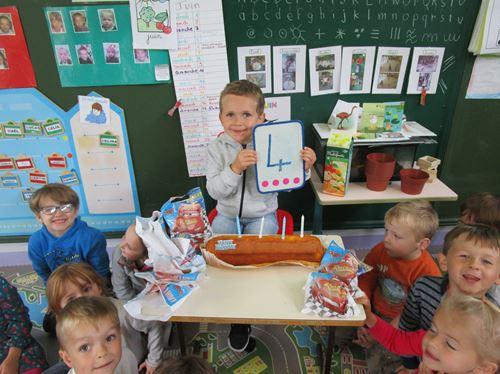 Joyeux Anniversaire Mael Ecole Maternelle Jean Mace Hazebrouck